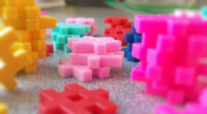 assorted-color plastic interlocking toy lot